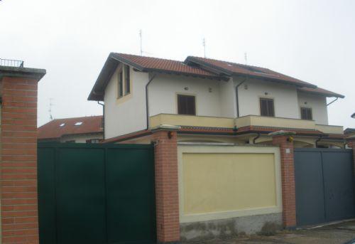 Casorezzo | Villa in Vendita in via d'averio | lacasadimilano.it