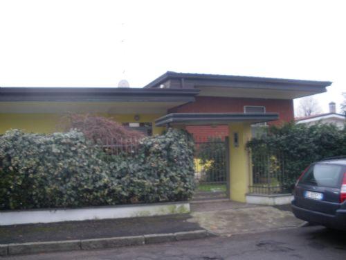Inveruno | Villa in Vendita in VIA SILVIO PELLICO | lacasadimilano.it